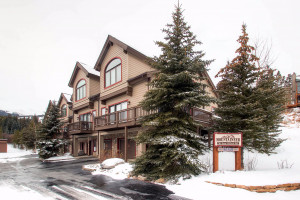 Peak Property Management - Vacation Rentals :: Find your perfect vacation rental. Options include ski-in/ski-out, hot tub, studios to 5 bedroom homes. Shuttle to mountain and secluded sites.