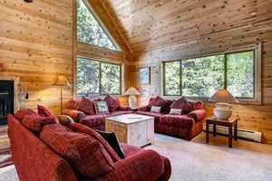 Summit Vacations: Premier Vacation Rentals :: A large variety of vacation rentals in Summit County makes it easy to find the perfect place to stay during your Summit County vacation. Ski-in/Ski-out properties, too!