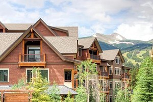 Water House on Main, by Wyndham :: Located right on Main Street, this new Wyndham property features condos of all sizes, great views, rental shop, outdoor hot tubs and heated pool.