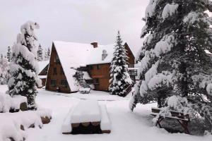 High Country Lodge Vacation Home Large Groups :: Featuring expansive views of the continental divide, 12 bedrooms/15 bathrooms, 4 living spaces & game room. Very close to Breckenridge. Weddings, reunions & retreats!